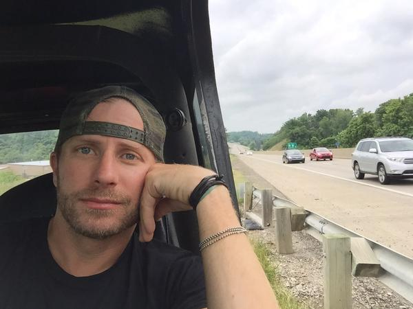 Read more about the article Poor Dierks Bentley got stranded over the weekend