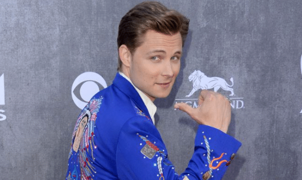 Read more about the article Frankie Ballard's style isn't a mistake…