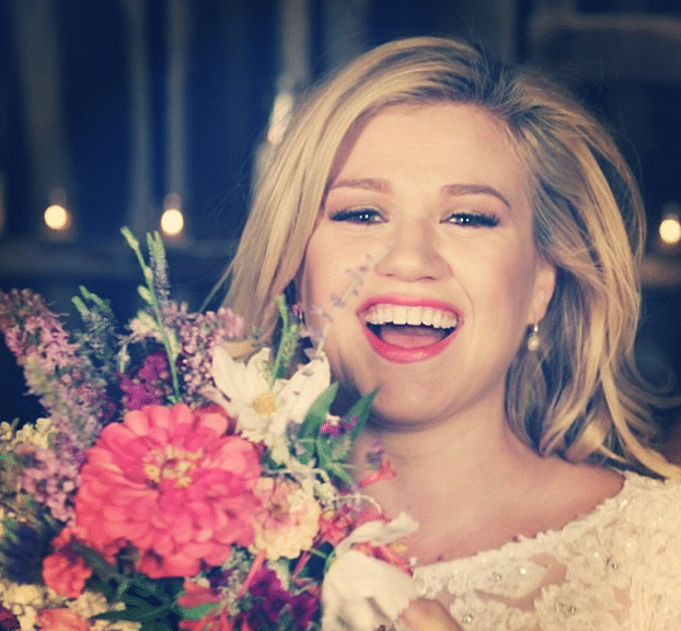 Read more about the article Kelly Clarkson planning to be pregnant by the end of the year