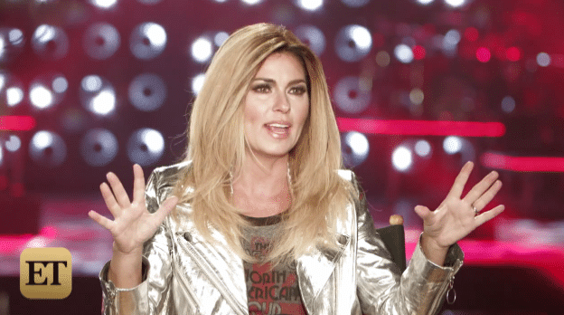 Shania Twain goes blond
