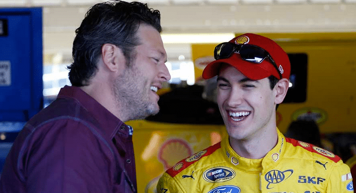 Read more about the article Blake Shelton Brings the Sunshine to NASCAR