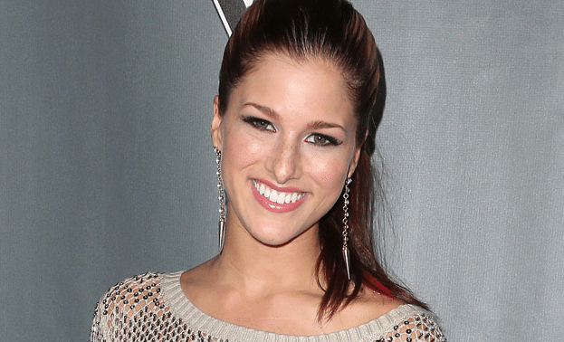 """Read more about the article *Exclusive* Cassadee Pope Premieres BRAND NEW SONG """"I Am Invincible"""" (Watch!)"""