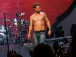 dierks-bentley-shirtless-nashville-gab