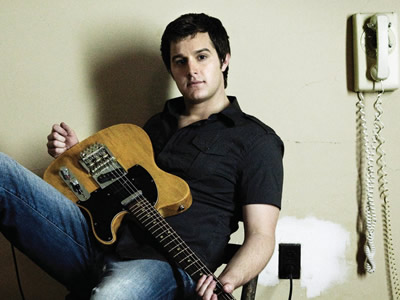 Read more about the article Easton Corbin is definitely off the market