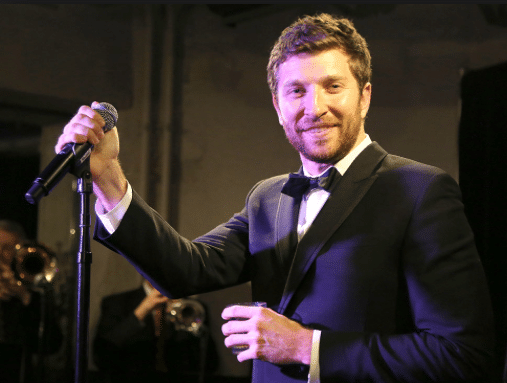 Read more about the article Brett Eldredge pays tribute to Frank Sinatra in the most perfect way…
