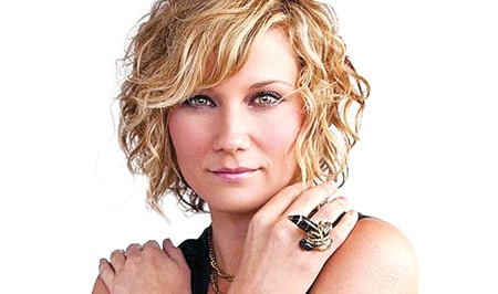 Jennifer Nettles to play Dolly Parton's mom in Coat of Many Colors movie