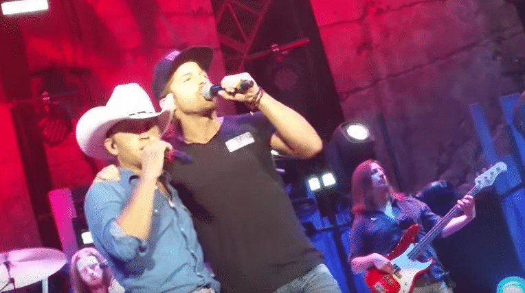 """Read more about the article Justin Moore surprises St. Louis, Missouri crowd with """"cousin"""" Kip Moore"""