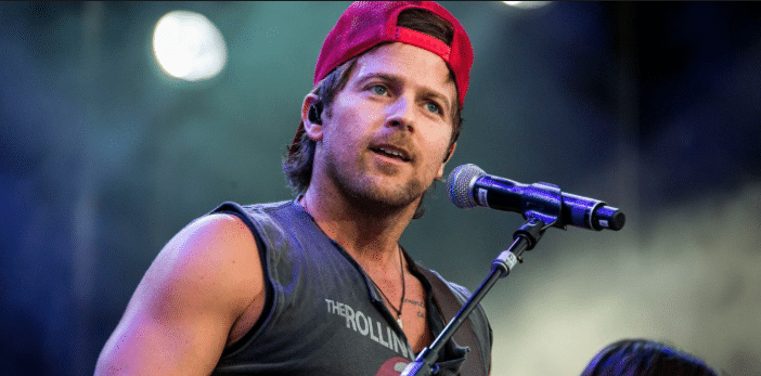 """Watch Kip Moore Perform a Stunning Piano Version of """"Running For You"""""""