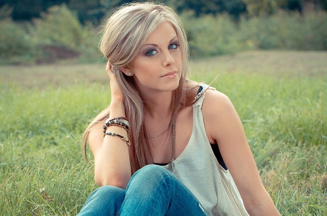 """Lindsay Ell Covers (and Slays) The Weeknd's """"Can't Feel My Face"""" (Watch!)"""