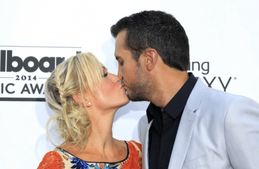 Read more about the article Luke Bryan and wife Caroline discuss recent divorces…