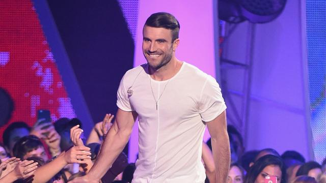 Which sexy lady is Sam Hunt gushing over?