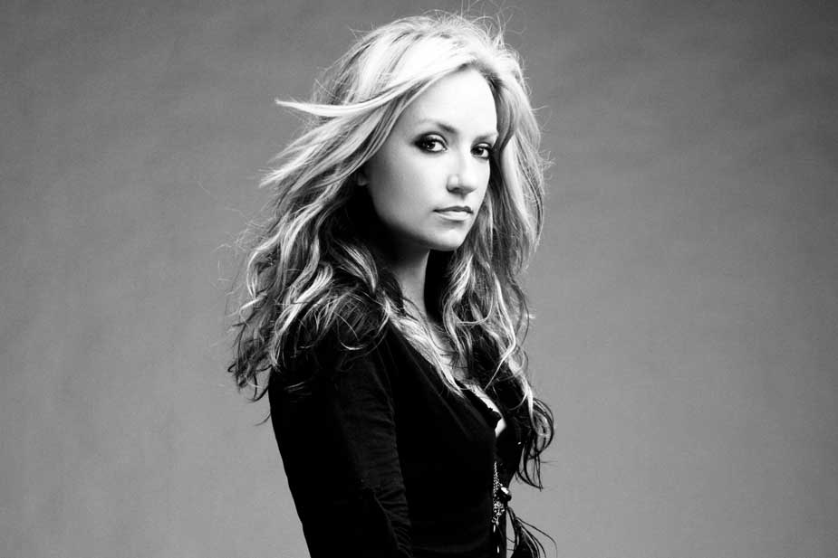 """Clare Dunn Announces EP & Releases """"Move On"""" Video"""
