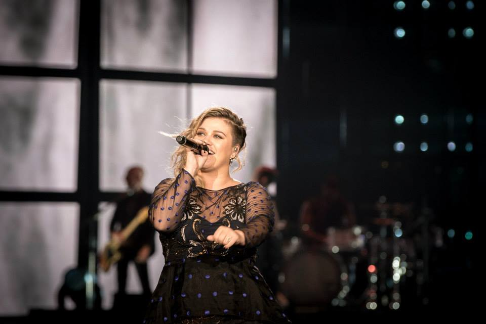 "Kelly Clarkson Covers Prince's Iconic ""Purple Rain"""