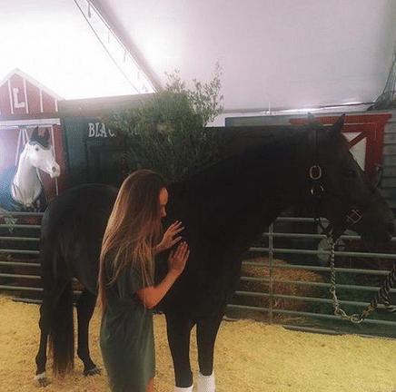 Read more about the article Danielle Bradbery horses around….