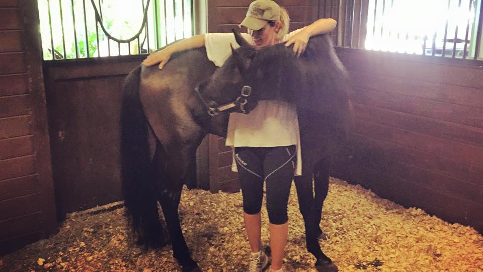Read more about the article Shania Twain adds some horse power to her life?