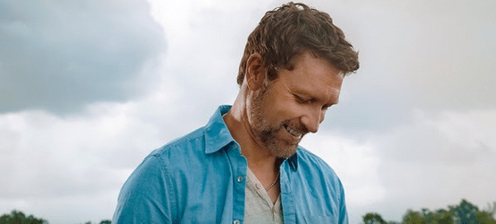 "Craig Morgan Invites Fans to ""Carpe Diem"" on New Song"