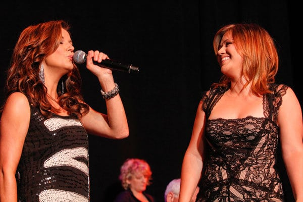 Read more about the article Martina McBride & Kelly Clarkson to Headline Musicians on Call Event in Nashville
