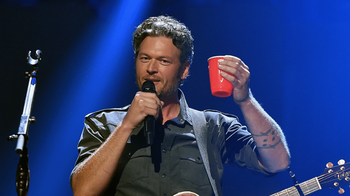 Blake Shelton – 1; In Touch Weekly – 0