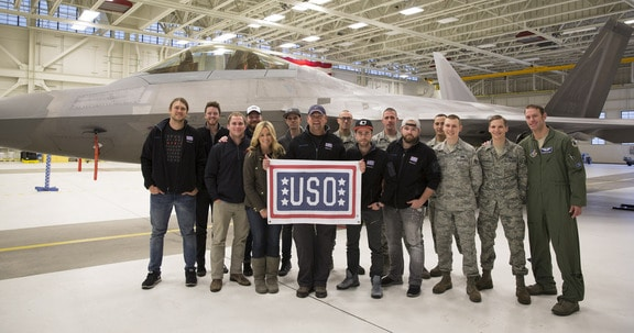 Read more about the article Rodney Atkins, The Swon Brothers, & Storme Warren Go on USO Tour