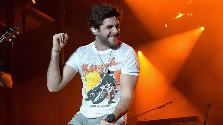 Read more about the article Thomas Rhett Takes a Tumble Off the Stage