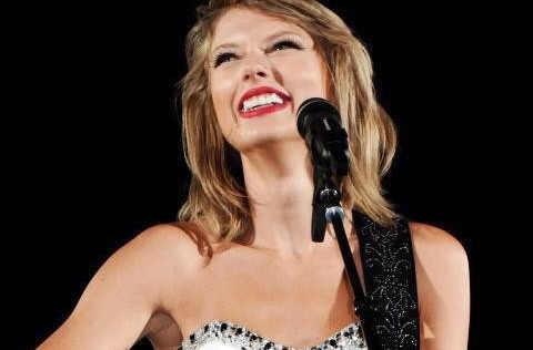 Taylor Swift Earns 7th Songwriter/Artist of the Year Award