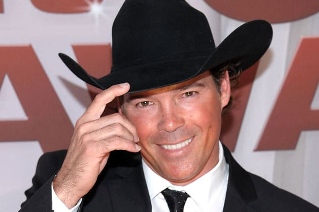"""Clay Walker Debuts Single """"Right Now"""" at the Opry (Watch!)"""