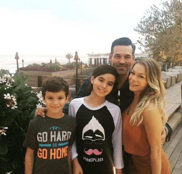 Read more about the article LeAnn Rimes insists she's not an evil stepmom