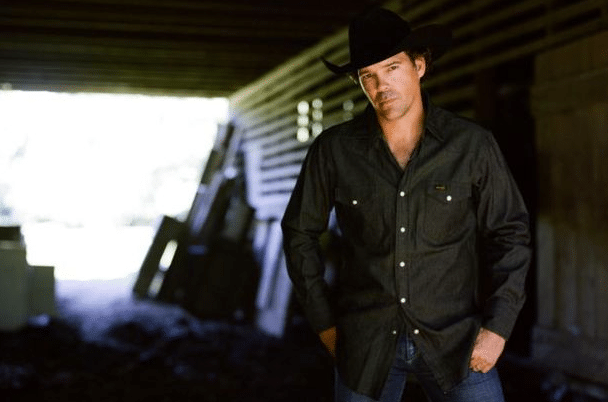 Read more about the article Clay Walker and wife welcome new baby, Ezra Stephen Walker