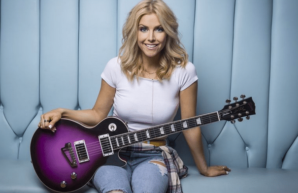 Lindsay Ell breaks down guitar basics with the Gab!