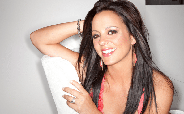 "Sara Evans Slays Sam Smith's ""Lay Me Down"" (Watch!)"