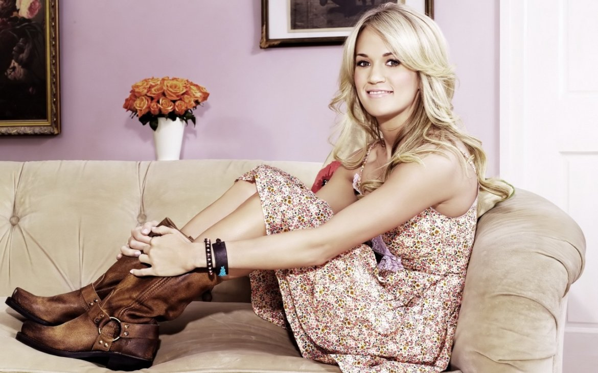 Read more about the article Yee Haw! Watch Carrie Underwood wave a gun and ride a bull after the CMA Awards