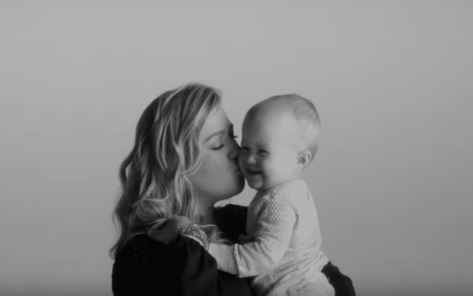 Kelly Clarkson and River Rose Piece by Piece video