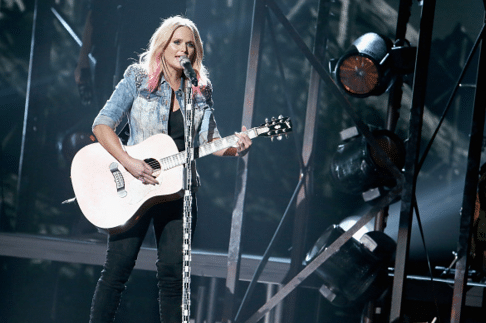 Read more about the article Miranda Lambert performs and wins at the CMA Awards (watch)