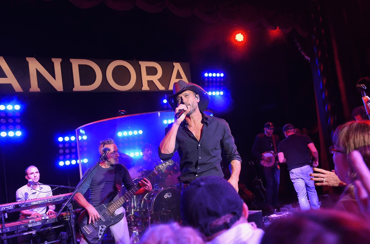 Read more about the article Review: Tim McGraw Rocks New York City in Celebration of New Album