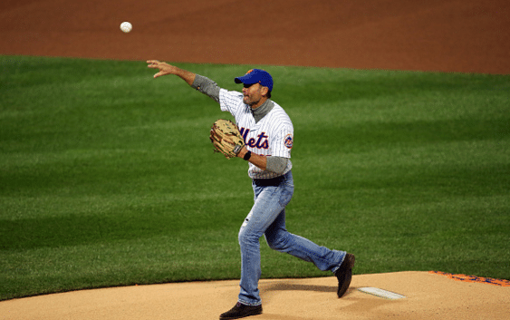 Pictures of Tim McGraw throwing out the first pitch at Game 4 of the World Series
