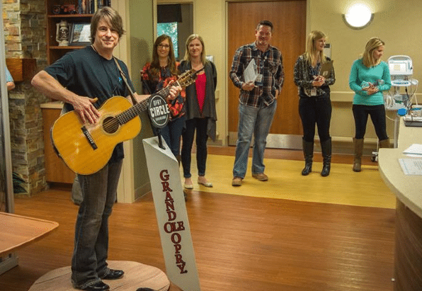 Read more about the article Jimmy Wayne, the Opry, & Musicians On Call Honor Veterans