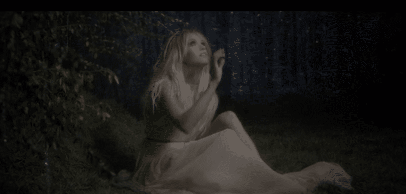 Read more about the article Carrie Underwood debuts dreamy new video for 'Heartbeat'