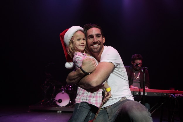 Read more about the article Gab's Countdown to Christmas: Jake Owen