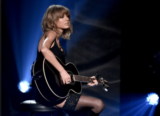 Read more about the article Songwriters to play tribute to Taylor Swift's 1989 in Nashville…
