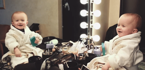 """Kelly Clarkson Teases New Project with Cutest """"Super Bowl Commercial"""" Ever…"""
