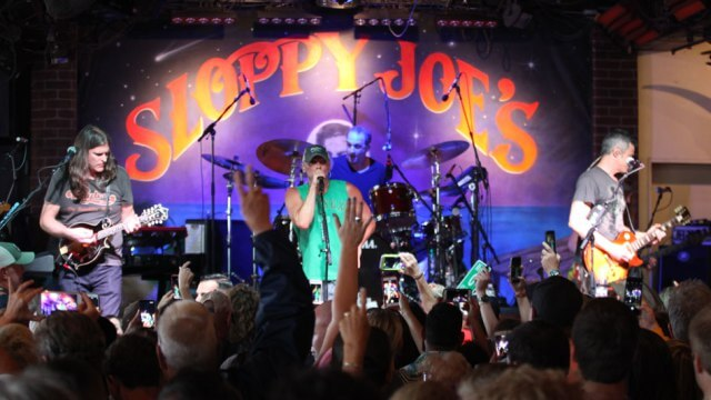 Kenny Chesney Surprises Fans With Pop Up Show