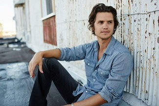 """Gab Exclusive: Get to Know the Man Behind """"Suitcase,"""" Steve Moakler"""