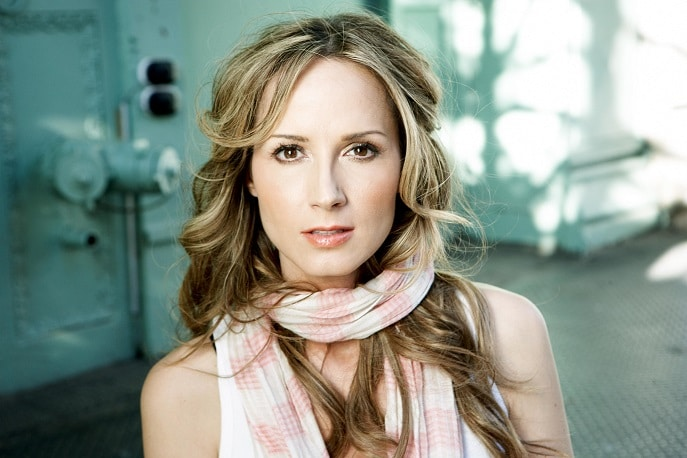Chely Wright invites fans to spend the night at her place