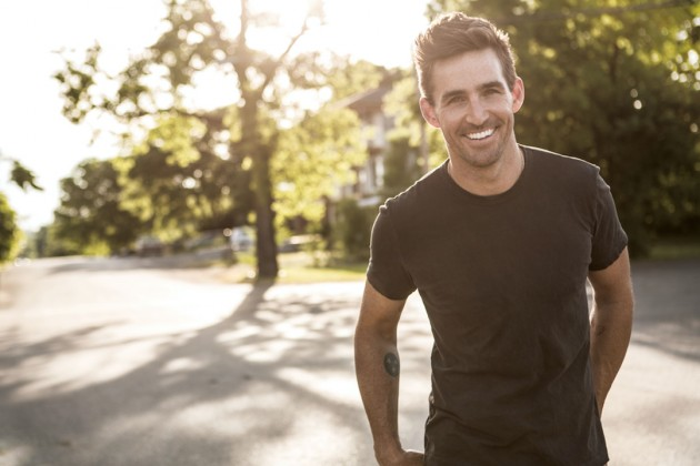 Read more about the article Jake Owen makes dorky look good