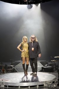 Carrie and Director Wayne Isham - Photo courtesy of Storyteller tour