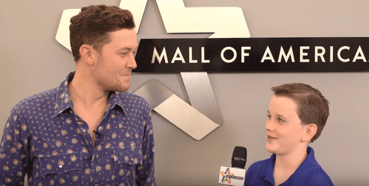 Scotty McCreery gives kid interviewer tips on getting a deep voice