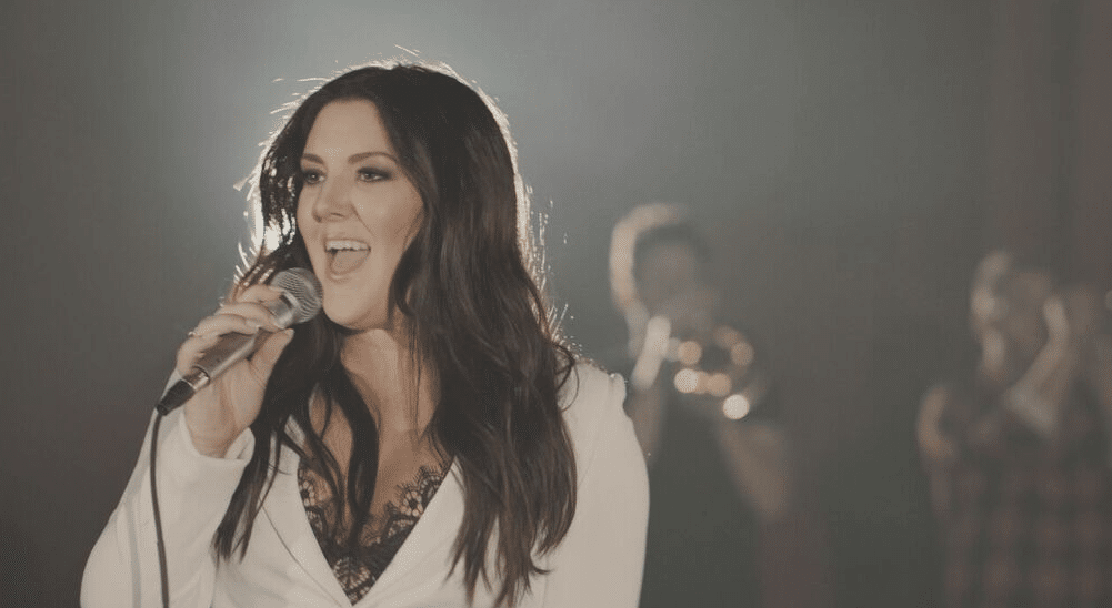 """Read more about the article Kree Harrison Premieres Music Video for """"This Old Thing"""""""