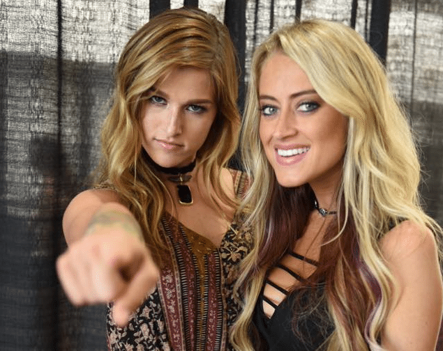 Read more about the article Cassadee Pope & Brooke Eden Perform An Ode To All The Girls