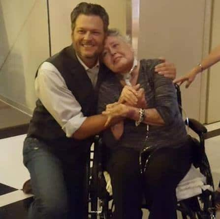 Read more about the article Blake Shelton becomes a Hospice Hero for one sweet lady