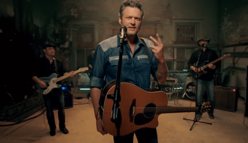 "Blake Shelton debuts new video for ""She's Got a Way With Words"" (watch)"